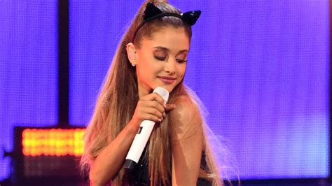 ONTD's Queen Ariana Grande to Perform at Country Music