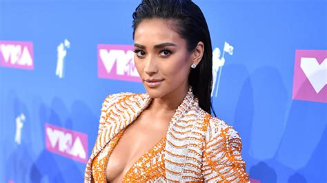 Shay Mitchell Pregnant: Expecting 1st Child – Hollywood Life