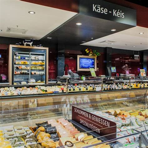 The first REWE store in Luxemburg addresses customers