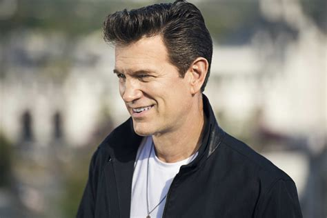 Chris Isaak on Spotify