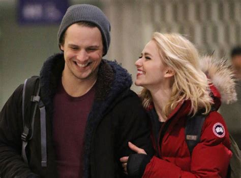 UnREAL's Freddie Stroma and Johanna Braddy Get Engaged | E